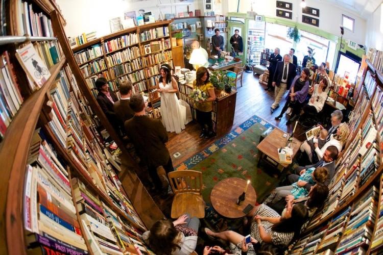 portland_oregon_bookstore_wedding-900x600