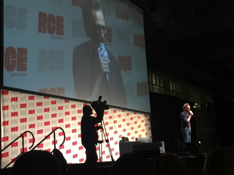 Tom Hiddleston starting a panel.